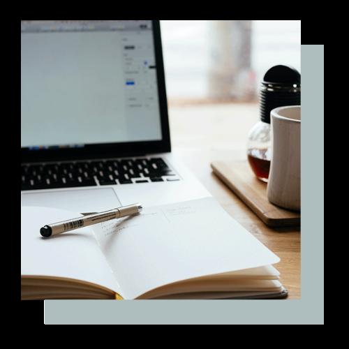 Margot_Maric_Marketingstrategie_Storytelling_Laptop_Notes_Kasten